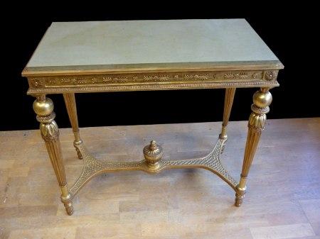 Nytillverkad kopia av sengustavianskt konsolbord - Det färdiga resultatet med kalkstensskiva