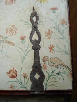 Egengjorda gångjärn i barockmodell efter förlagan