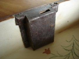 Egentillverkad låskista efter orginalet