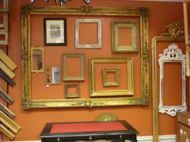 (den stora ramen) Förgylld ram med gjuten dekor av pastelage, andra hälften 1800-talet. Trol. fransk eller tysk
