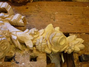 Träbildhuggeri - Detalj av ros och bladkrans