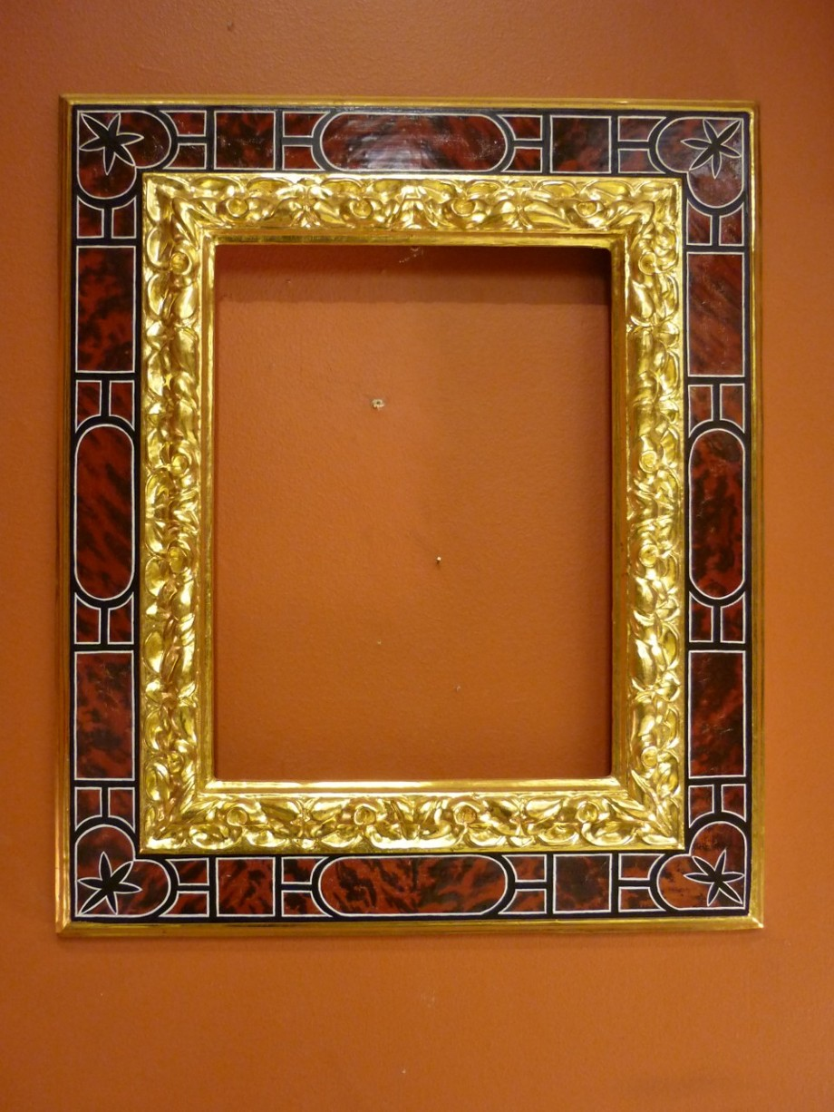Picture frame - Reproduction after a Spanish baroque frame. Architrave frame with gilded stylized carved moldings and painted tortoiseshell imitation.