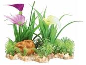 Plastväxt i grusbädd