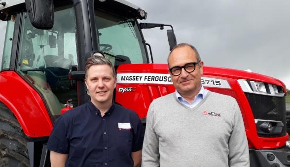 Pär-Ola Jansson, MaskinGruppen AB, och Björn Ekdahl, Wallins Traktor AB