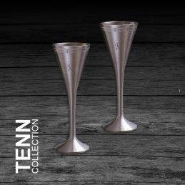 Två snapsglas i tenn -