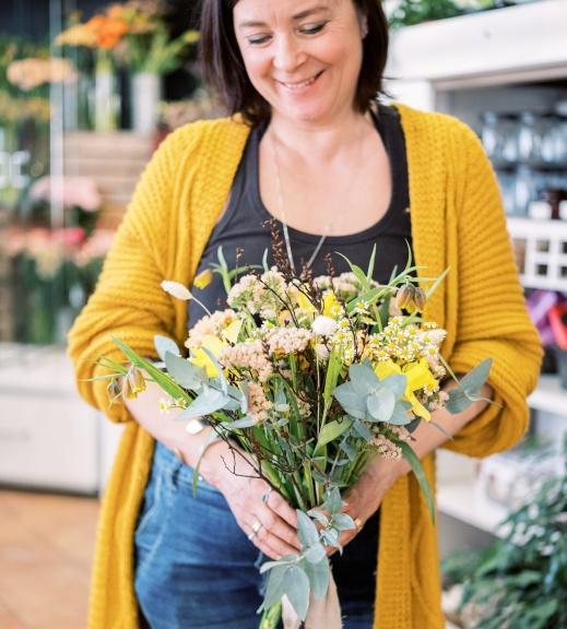Jenny Åhlund florist och ägare av Jsblomsterverkstad