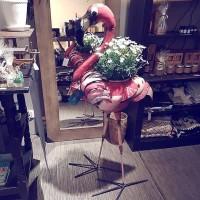 Florence the flamingo, dryckeskyl gjord på återvunna oljetunnor