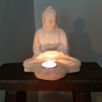 Buddha med ljushållare