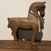 Handgjord stenhäst
