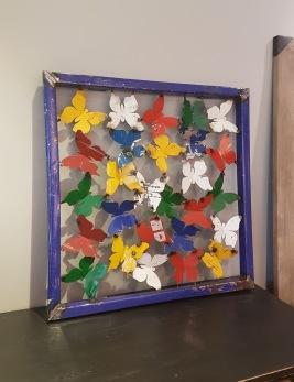 Tavla gjord på återvunna oljetunnor - Tavla fjärilar
