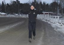 V75-2 David Persson Springer mot vinnarcirkeln - Foto: Lars Jakobsson/Kanal75