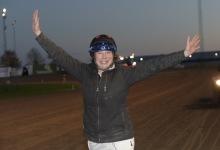 Susanne Richter lycklig efter dubbla V75-segrar. Foto: Lars Jakobsson / TR Media