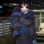 Hans Pettersson kramas efter segern. Foto: Lars Jakobsson / TR Bild