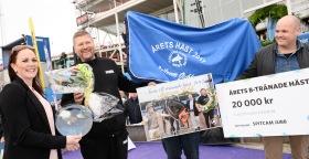 Årets B-Tränade Häst 2017 - Prisutdelning - Prisutdelare: fr. v Heidi Svensson (BTR) - Micael Broberg (Tränare) - Magnus Karlsson (Söderberg & Partner). Foto: Malin Albinsson / MVA Foto