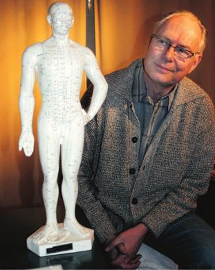 Nyfikenhet har alltid drivit psykologen Sture Nyman att pröva nya synsätt. I sitt yrke tillämpar han kunskap om medicin, psykologi och akupunktur.