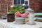 Kaffe, saft & hembakat när du fikar i vårt trädgårdscafé