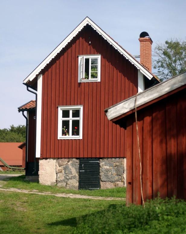 Vårt faluröda lilla hus som kallas för Fritz
