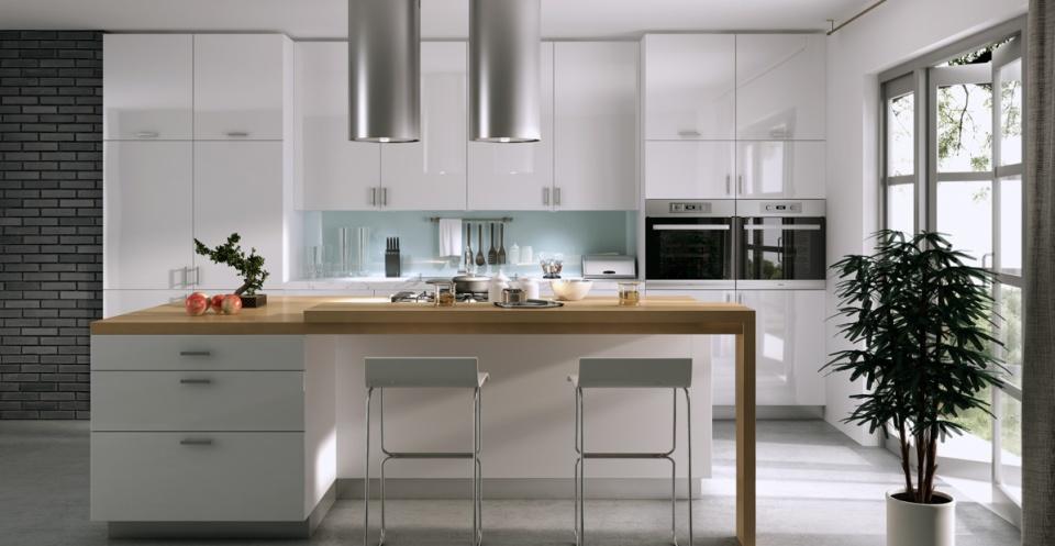 Vita högblanka och släta köksluckor. Design W08 och i färg White Highgloss.