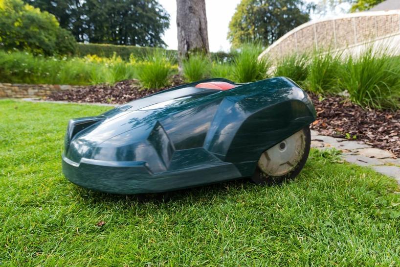 Om du är intresserad av att investera i en Robotgräsklippare ska du besöka oss för att läsa mer om vad du skall tänka på.