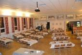 Stora salen uppdukad för fest
