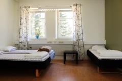 Bild på ett av våra fem-bäddarsrum. Foto: Sanna Sandberg.