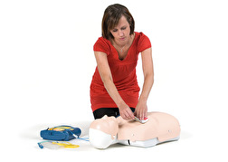 HLR-utbildning med hjärtstartare tar bara 3 timmar – efter kursen känner du dig trygg att göra HLR och använda vilken hjärtstartare som helst på marknaden.