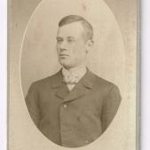 Per Edvard Karlsson, mjölnardräng åt sin far (Karl Petersson) fram till 1920.
