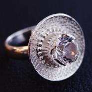 Ring i silver med infattad bergkristall från Rutstömsselet.