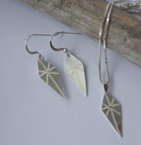 Löv - Helt set örhängen och hängsmycke löv