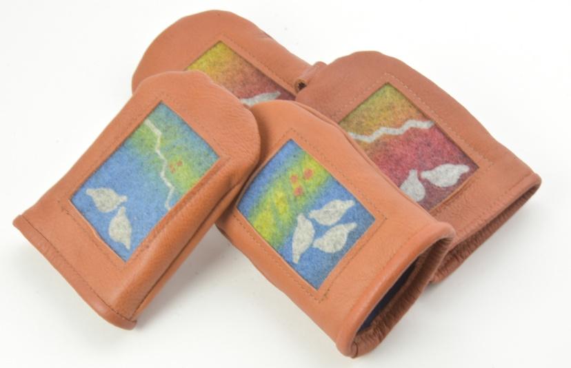 Nyckelfodral i renskinn med dekor i handtryckt ylle