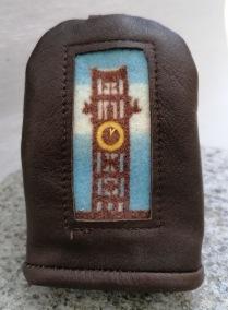 Klocktorn nyckelfodral - Klocktorn nyckelfodral mörkbrunt renskinn