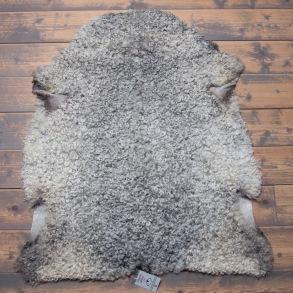 Lammskinn från Gotlandsfår - Ljusgrå med stora lockar