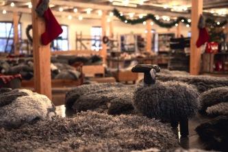 Jul i hantverksateljén, tomteskägg, julklappar, tomtar, ljusstakar