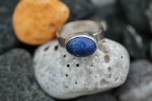 Silverring med infattad lapis lazuli - 795 kr