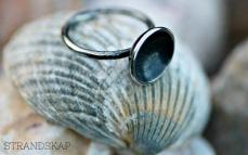 Oxiderad silverring med skål - 595 kr