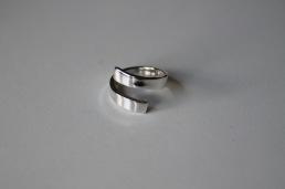 Blank, spiralformad omlottring i 925silver. 2 mm tjock och 4 mm bred skena - 750 kr