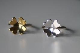 Ring i 925silver med handsågad fyrklöver i silver eller mässing - 650 kr