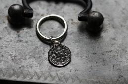 """Ring i 925silver med mynt """"One dime"""" hängande i ring runt 3 mm bred ringskena - 1.150 kr"""