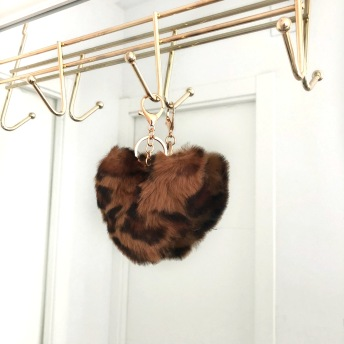 FAUX FUR KEYCHAIN LEO BROWN