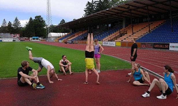 Daniel, Jörgen, Micke, Anna , Johan, Fredrika, Isabell och Helena på händer i mitten