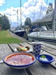 Lunch i Hajstorp vid Göta kanal