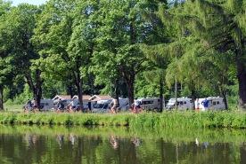 Cyklister längs Göta kanal