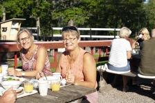 Ekologisk frukost i Hajstorp slusscafe och vandrarhem