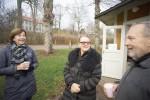 Karin Åkvist, Carin Theler och Richard Clareus fikar för Världens barn.