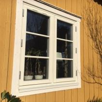 Sidohängda fönster med spröjs