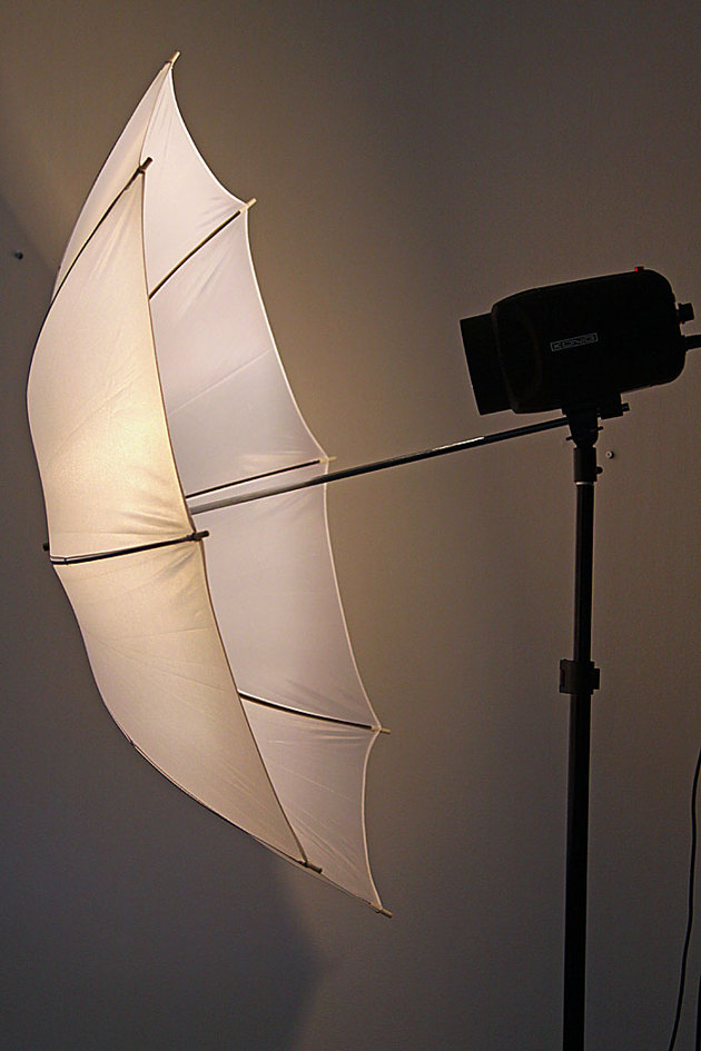 Trådlös komunikation mellan kamera och blixt...synk kablar trasslar man bara in sig i!!