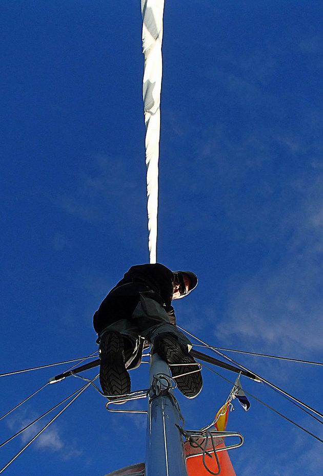 Försökte få till en bild på ankarplatsen med mig en bit upp i masten, men självutlösare på 10 sek hinner man till spridarna...