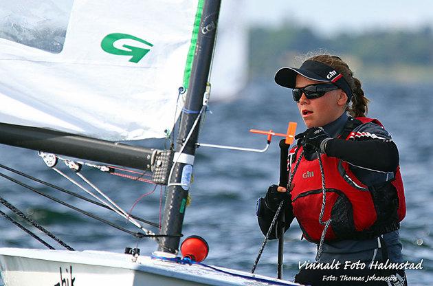 Emelie Carlsson som åxå kommer från Halmstads Segelsällskap seglade på VM i Söndeborg....dessutom riktigt bra den dagen jag var där och fotograferade seglingen.