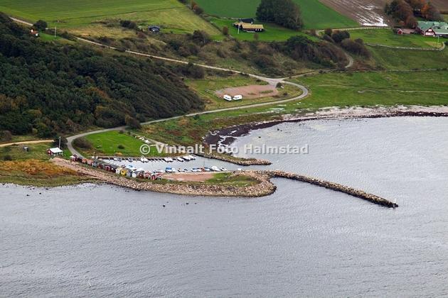 Hamnen ligger ca 2 NM O Torekov och kommer inte på namnet just nu. En hamn som kanske inte direkt är riktad åt kölbåtar.