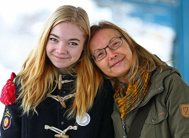 Syrran med ytterligare ett systerbarn....syns inte så ofta....passar på och ta lite porträtt..